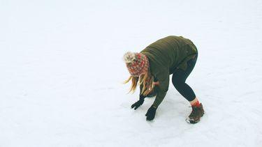 vrouw in de sneeuw