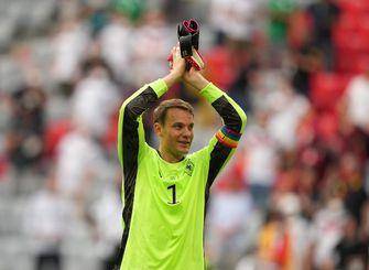 München lobbyt voor EK-stadion in regenboogkleuren bij duel met Hongarije, Neuer