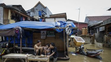 Hoogwater in Jakarta eist 21 levens