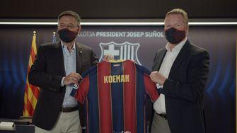 Een foto van Ronald Koeman met het shirt van Barcelona