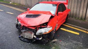 Een man uit Wales won een dure auto, maar reed hem twee dagen later in de prak