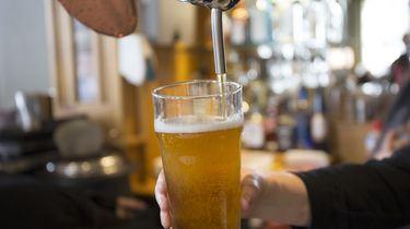 Het bier is op in Mexico, mensen sterven door drinken illegale drank.