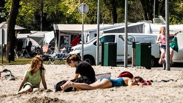 Een foto van een camping in Eersel, veel mensen vierden vakantie in eigen land