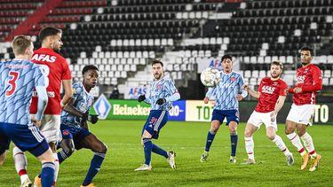 Een foto AZ - Ajax, de spelers krijgen geen last van de avondklok