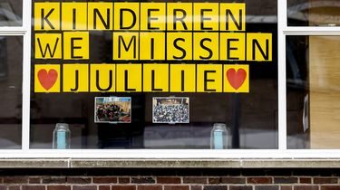 Een raam van een school in Rotterdam.
