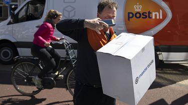 Pakketbezorgers dreigen met rechtszaak tegen PostNL