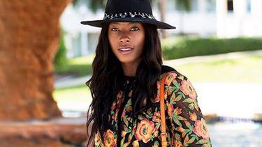 Afrikaans model kopieert blanke modellen voor blog