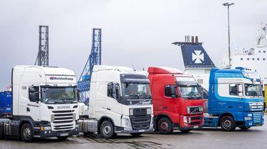 Een foto van enkele vrachtwagens; vrachtwagenchauffeur Gerrie mag er niet op rijden