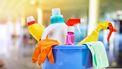 Een foto van spullen die je nodig hebt bij het schoonmaken
