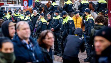 Politie grijpt in bij demonstraties coronabeleid Eindhoven en Amsterdam