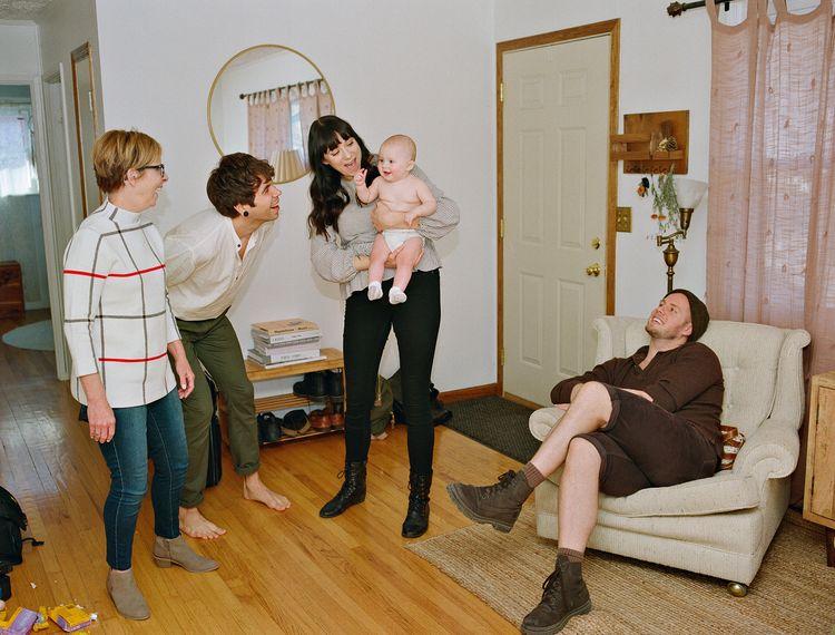 Uma met haar vaders, tante en grootmoeder. Omaha, Nebraska