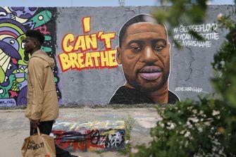Een portret van George Floyd op de Berlijnse Muur.
