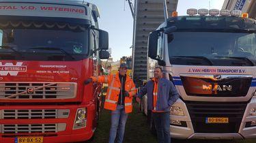 Jurgen en Tom bij hun vrachtwagens