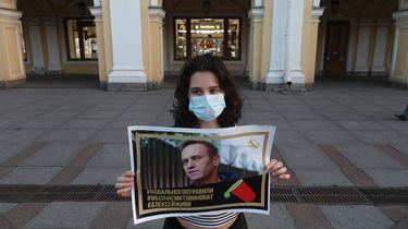 foto van een meisje dat protesteert voor Navalny