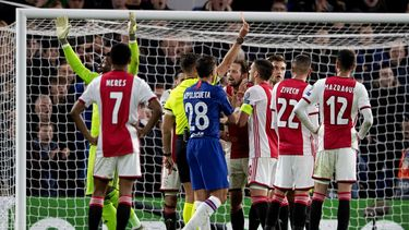 Scheidsrechters van oordeel dat Ajax in Londen bestolen is