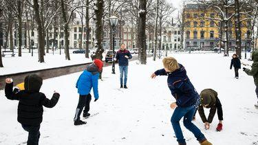 Rijksoverheid: Alléén sneeuwballengevecht met eigen huishouden
