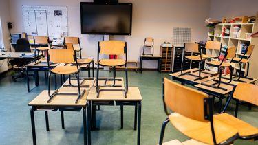Een klaslokaal in een basisschool.
