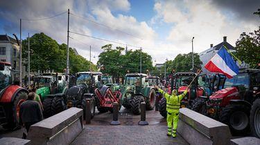 Een foto van een blokkade door boeren.