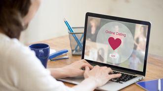 Weet wie je date: man perst vrouwen af via datingapp