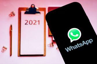 Een foto van Whatsapp en een kalender van 2021