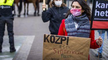 Een foto van een demonstratie tegen Zwarte Piet gisteren in Venlo
