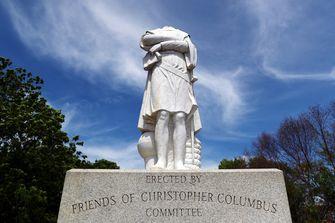 Een standbeeld van Columbus in Boston is onthoofd.