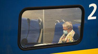 Heel weinig Nederlanders reizen in coronatijd met de trein.