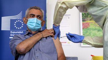 Iemand krijgt het vaccin.