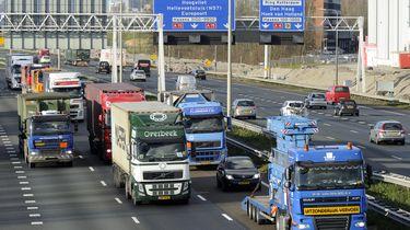 Oude vrachtwagen uit Oost-Europa omzeilt milieuzone