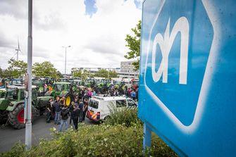 Groep boeren blokkeert Albert Heijn in Zaandam