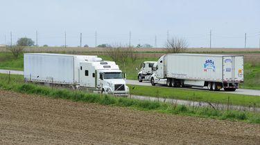 Op deze foto's zie je vrachtwagen