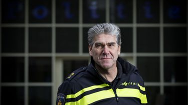 Politiechef Amsterdam onderbreekt vakantie vanwege liquidaties
