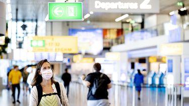 Door corona daalde het aantal passagiers op vluchten in en uit Nederland met ruim 80 procent