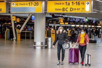 Mondkapjes verplicht in KLM-vliegtuigen