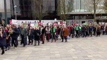 Duizenden mensen lopen protestmars tegen abortus