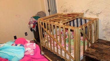 Kinderen Amerikaans gezin opgesloten in houten kooien