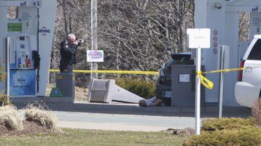 Canadees in politiekleding schiet zeker 16 mensen dood