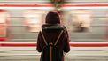 Meisje bij trein
