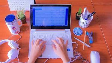 Een foto van bloggende handen