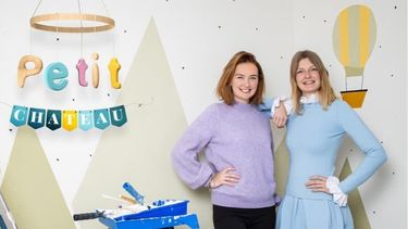 Op deze foto zie je de zussen Meiland voor hun nieuwe programma