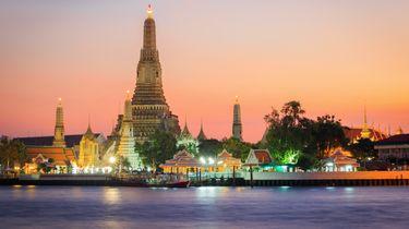 Toeristen opgepakt; blote billen bij Thaise tempel