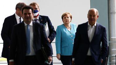 foto van Angela Merkel en enkele regeringsleden