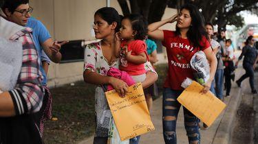Migranten uit o.a. Honduras, Guatemala en El Salvador arriveren in Texas. Foto: ANP