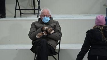 Een foto van Bernie Sanders tijdens de inauguratie van Joe Biden