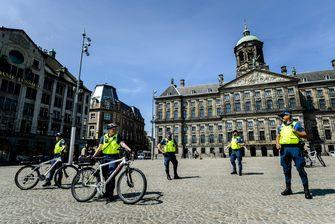 Op deze foto protesteren boa's op de Dam in Amstedam