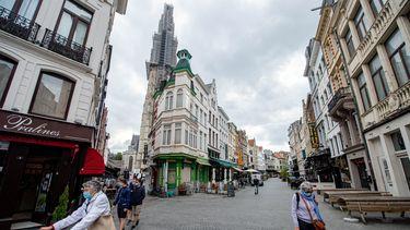 Een foto van een lege winkelstraat in Antwerpen