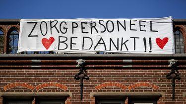 Nederlanders willen dinsdagavond applaus voor de zorg