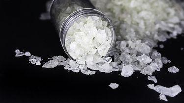 Blikje met MDMA-kristallen