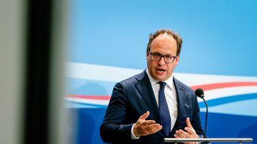 Ministers Wouter Koolmees (Sociale Zaken) licht het steunpakket 2.0 en de ontslagboete toe
