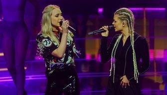 Een foto van Daphne van Ditshuizen met Davina Michelle in The Voice